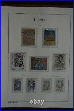 COLLECTION TIMBRES FRANCE NEUF 1960 à 1979 avec Album LEUCHTTURM et Etui